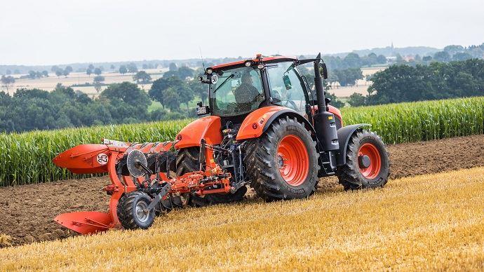 La fonctionnalité TIM (Tractor Implement Management) permet à l'outil de prendre le contrôle du tracteur pour gagner en efficacité.