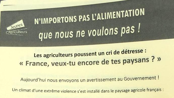 Tract distribué par des jeunes agriculteurs du Loiret à des automobilistes, lors de la manifestation du 8 octobre sur le pont de Sully-sur-Loire.