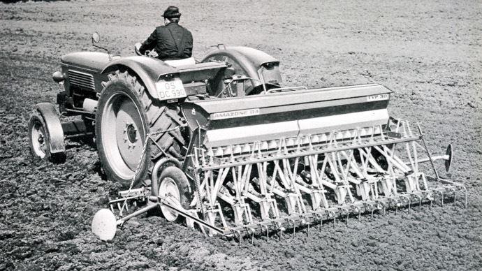 En 1964, la marque dévoile son semoir mécanique appelé D4.