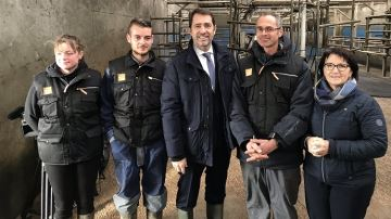 Christophe Castaner présente une cellule contre les intrusions dans les élevages