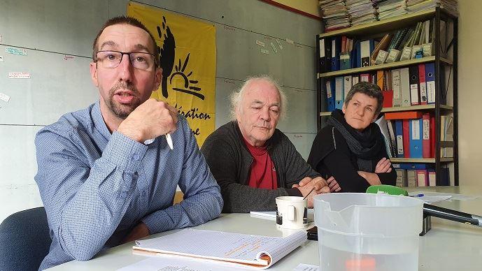 Nicolas Girod, porte-parole de la Confédération paysanne, aux côtés de Jean-François Périgné (trésorier) et Véronique Marchesseau (secrétaire nationale)
