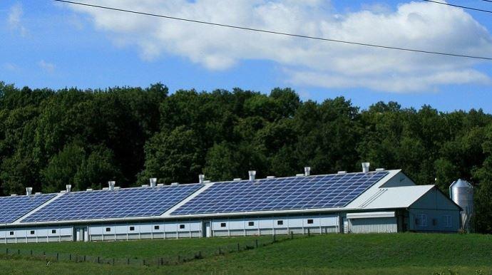 Le relèvement du seuil d'appel d'offres pour les projets de panneaux photovoltaïques devrait redynamiser le nombre de projets portés par les agriculteurs.