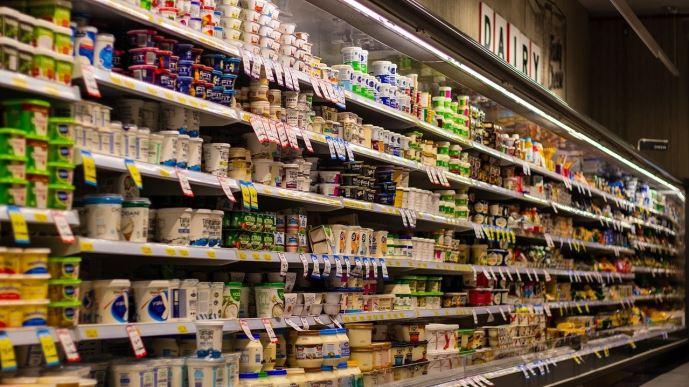Rayons produits laitiers d'un supermarché