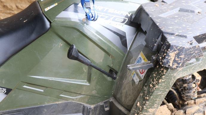 Le levier de commande de la transmission doit impérativement revenir en position parking pour pouvoir démarrer le moteur.