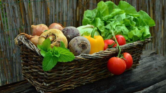 Face à la grogne des producteurs bio, le ministère rappelle son engagement en faveur de l'agriculture biologique.