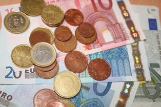 Un excédent commercial réduit de moitié sur 6 mois