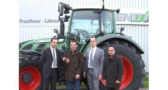 Remise des clés du 20.000ème tracteur à transmission Vario en France