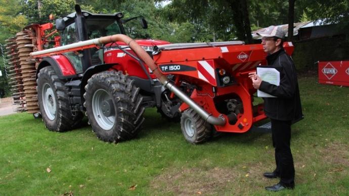Le combiné de semis Csc6000 a été présenté à la presse lors d'une rencontre européenne non loin du siège Kuhn à Savernes (Alsace).