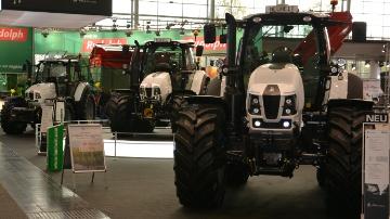 Trois gammes de tracteurs Lamborghini de 100 à 263 ch pour la campagne 2014